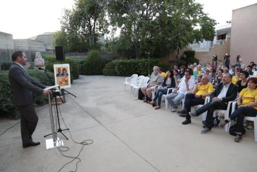 Al acto, celebrado en les Cases dels Mestres, en Santa Maria, acudieron unas cien personas.