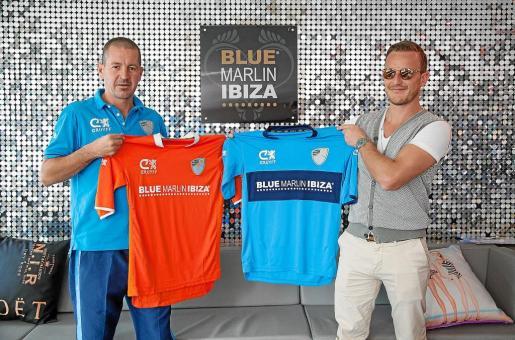 A la derecha, Mattia Ulivieri con el presidente del Ibiza.