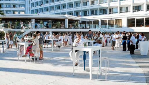 Vista general de la zona de la terraza del Algarb, donde tuvo lugar el evento de inauguración. Foto: T. E.