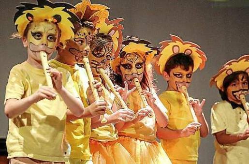 Los distintos grupos de edad de la Escola de Música de Santa Eulària ofrecieron su repertorio final ante numeroso público en el Palau de Congressos. Foto: ARGUIÑE ESCANDÓN