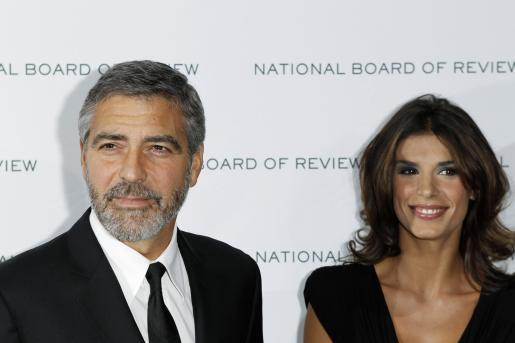 Pese a seguir siendo una feliz pareja, no parece que por el momento George Clooney y Elisabetta Canalis se vayan a casar.