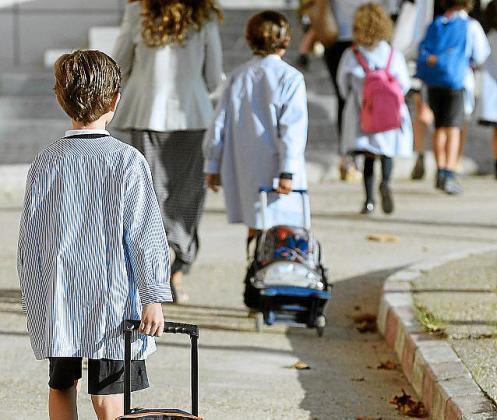 La ley fija ratios de 25 alumnos por aula en Primaria.