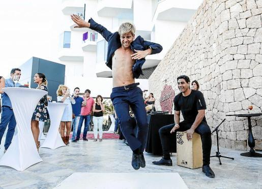 El baile flamenco al son del cajón fue una de las actuaciones que llamó la atención del público durante la noche del pasado domingo en Estado Puro.
