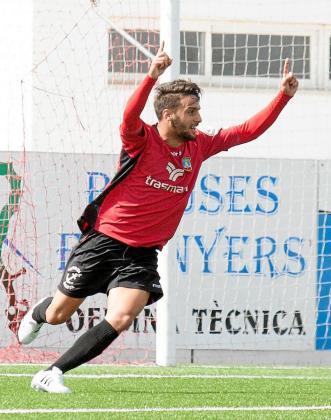 Cristian Terán celebra un gol del Formentera durante un partido de la temporada pasada.