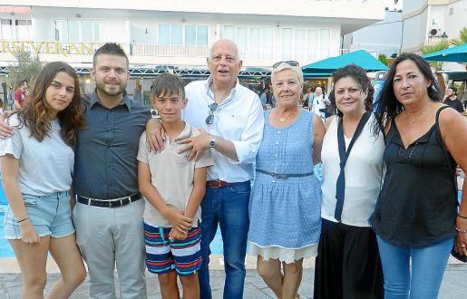 Paula Pons, Cristian Pons, Xisco Pons, Antonio Pons, Pilar Negro, María Ramis y Ana Heras.