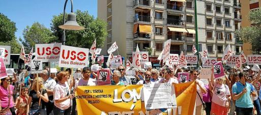 Unos 200 profesores criticaron este jueves que se está condenando a la asignatura de Religión y a la educación concertada a una «muerte lenta».