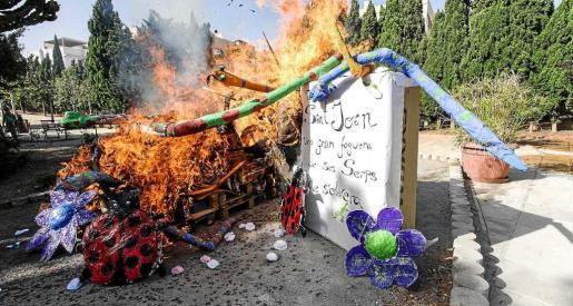 Una imagen de la hoguera en llamas. Foto: DANIEL ESPINOSA