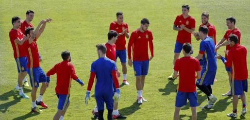 Los jugadores de la selección española, durante un entrenamiento realizado en la Isla de Ré.