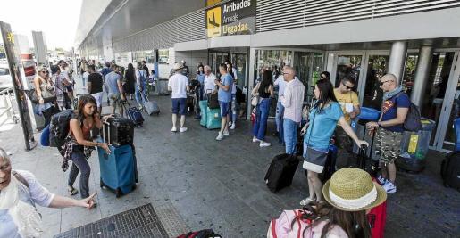 El día con mayor afluencia de viajeros y operaciones será mañana ya que se esperan 56.080 pasajeros. Foto: DANIEL ESPINOSA