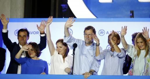 Imagen de archivo de Mariano Rajoy y parte del equipo del PP la noche del 26J.