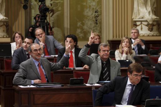Los diputados del Parlament se han mostrado hoy indignados con los planes de Fomento.