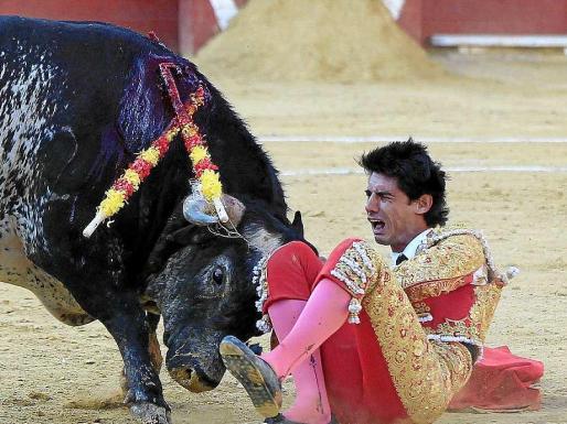 Las redes se han inundado de comentarios inapropiados contra el torero Víctor Barrio.