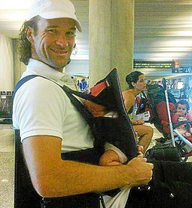 Carlos Moyà con su pequeña Carla.