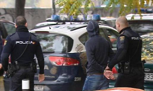 Imagen de televisión de uno de los detenidos por la reyerta en los alrededores del estadio Vicente Calderón en 2014.