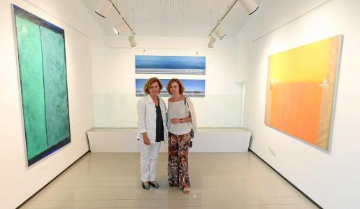 Las artistas Ana Troya y Belén Conthe el día de la inauguración. Foto: TONI ESCOBAR
