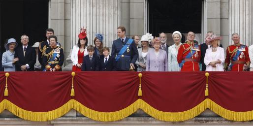 La Familia Real británica, al completo, en uno de los balcones del Palacio de Buckingham.