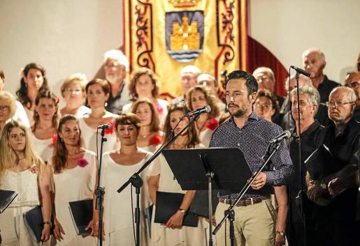 El alcalde de Eivissa, Rafa Ruiz, pronunció el pregón de apertura de las Festes de la Terra en el marco inigualable del Claustre del Ayuntamiento. Foto: DANIEL ESPINOSA