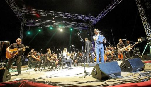 El retorno de Ressonadors se vivió con mucha emoción entre los centenares de asistentes al concierto que ofrecieron ayer en el Parque Reina Sofía por las Festes de la Terra. Foto: DANIEL ESPINOSA
