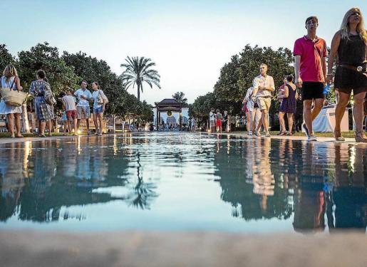 Los jardines alrededor de la piscina de Atzaró acogerán el duelo de grafiti que protagonizarán 5 artistas europeos en directo. Foto: AGROTURISMO ATZARÓ