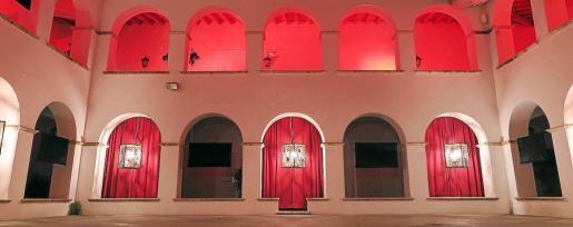 Recreación de la instalación del artista británico Tom Gallant que se podrá ver esta noche en el claustro del Ayuntamiento de Vila.