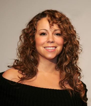 Mariah Carey sufrió el pasado sábado un pequeño accidente sobre el escenario.