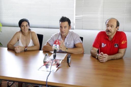 Beatriz Payá, Rafel Ruiz y José Enrique Sánchez, durante la presentación del campeonato de espeleología.