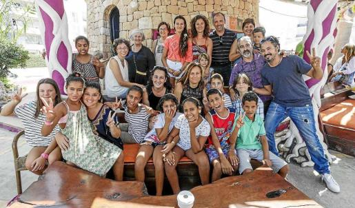 Las familias de acogida se despidieron con una jornada de diversión en la playa y una paella para acabar el verano con un buen sabor de boca. Foto: DANIEL ESPINOSA