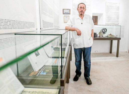 El periodista e investigador Nito Verdera en la Casa-Museo dedicada a Cristóbal Colón de Dalt VIla. Foto: TONI ESCOBAR