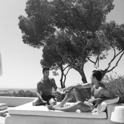 Ricky Martin y Jwan Yosef, en Ibiza.