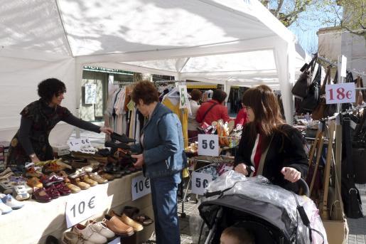 Los comercios de sa Pobla ofrecen todo tipo de productos en esta feria de oportunidades.