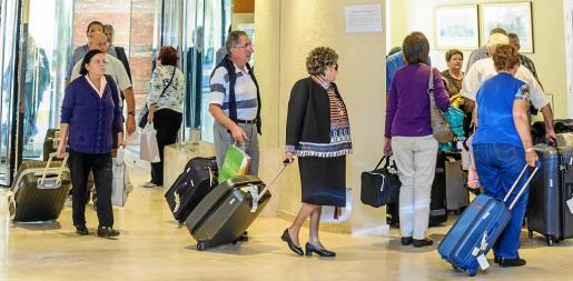 El pasado año, los primeros turistas del Imserso a Mallorca llegaron tres meses más tarde de lo previsto por problemas técnicos.