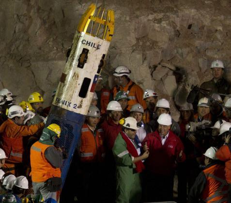 Imagen de las tareas de rescate de los mineros chilenos atrapados en Chile.