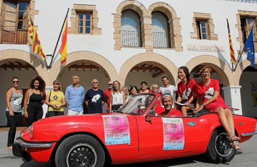 La presentación tuvo lugar ayer por la mañana en la puerta del Ayuntamiento de Santa Eulària.