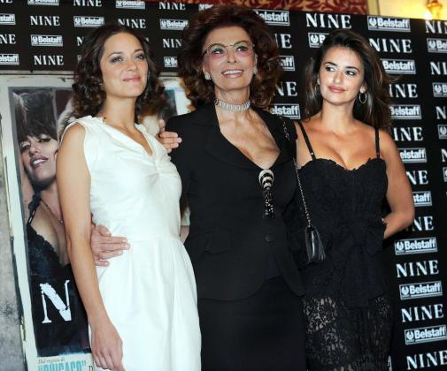 La actriz española Penélope Cruz (dcha), la francesa Marion Cotillard (izda) y la italiana Sophia Loren.
