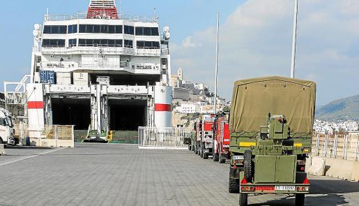 Los efectivos y vehículos de la UME desplazados a Ibiza embarcaron ayer a primera hora de la mañana rumbo a Valencia, base de operaciones del destacamento.