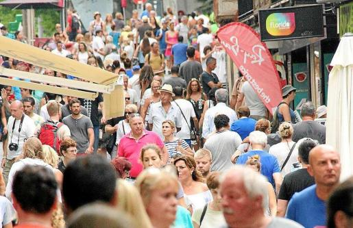 Una imagen de este verano en la que se aprecia a una multitud de gente.