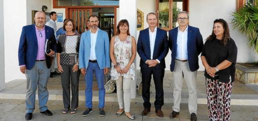 La presidenta del Govern reunió en Formentera a los cuatro presidentes de los consells además del vicepresidente y conseller de Turisme, Biel Barceló, y la consellera de Presidència, Pilar Costa.