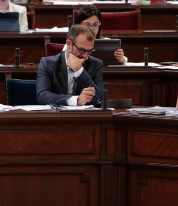 El vicepresident del Govern, Biel Barceló, durante la sesión parlamentaria de este martes.