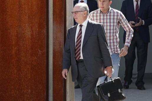 El expresidente de Caja Madrid Rodrigo Rato a su salida de la Audiencia Nacional en San Fernando de Henares donde continúa el juicio de las 'tarjetas black' de Caja Madrid.