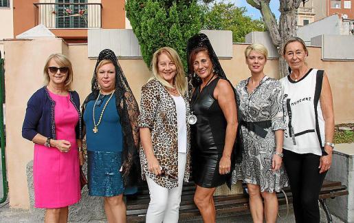 Antonia Sánchez, Trini Esteve, Águeda Ropero, Margarita García, Aina Aguiló y May Fernández de la Puente.