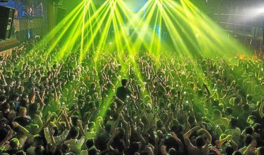 Imagen de la fiesta de apertura de Amnesia en mayo que se prolongó durante 14 horas. Foto: D. PAREJA