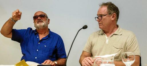 Biel Mesquida y Enrique Juncosa en un momento de la lectura poética, ayer en el MACE.