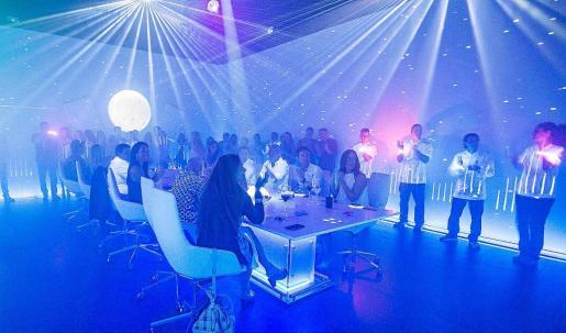 La fiesta de despedida de la temporada fue espectacular y reunió a un numeroso público llegado desde todas partes de la isla de Ibiza . Foto: S. I.