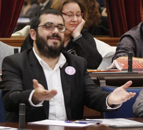 El conseller de Medi Ambient, Vicenç Vidal en el pleno del Parlament.