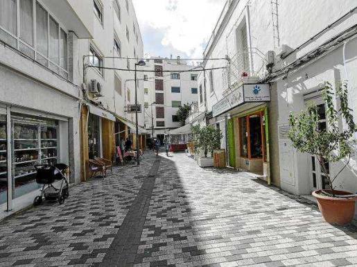 Una perspectiva de la calle dedicada al alcalde Antoni Guasch y que está ubicada en el barrio del Eixample de Vila. Foto: DANIIEL ESPINOSA