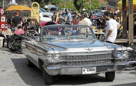 Entre los clásicos expuestos figuraba este espectacular Cadillac. Foto: ARGUIÑE ESCANDÓN