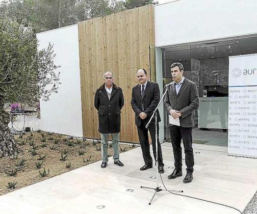 Imagen de la inauguración del crematorio.