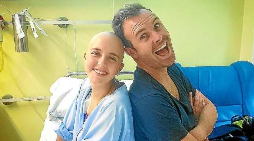 El 1 de noviembre del año pasado Carlos Ramón participó en el Maratón de Nueva York para cumplir una promesa que le hizo a Núria Revuelta, una niña de 15 años que lucha contra el cáncer.