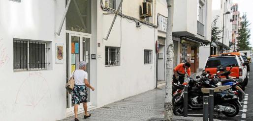 El antiguo destacamento de la Policía Local en la calle Vicent Serra i Orvay de Vila es el enclave elegido para ubicar el futuro albergue municipal. Foto: T. ESCOBAR