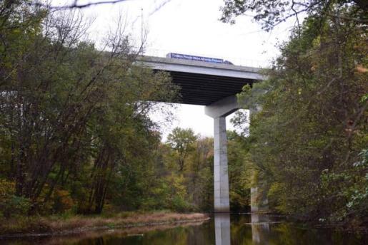 Imagen del puente de Wanaque, desde donde se tiró el hombre junto a sus dos hijos.